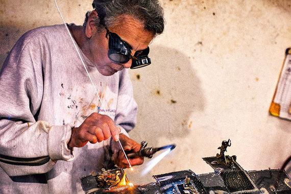 Герои «Возраста счастья» и их увлечения: Рошель Форд (76 лет) делает скульптуры изметалла