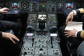 Многие авиакомпании вводят правило «двух человек в кабине»