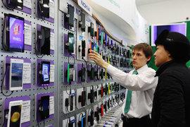 Многие пользователи пока откладывают покупку нового смартфона