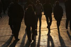Выходящим на рынок труда, возможно, придется дольше поработать