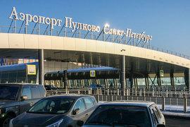 В аэропорту становится больше пассажиров, которые путешествуют по России