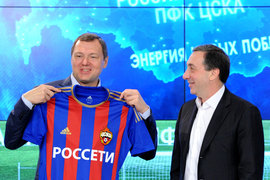 Под управлением Евгения Гинера (на фото справа) может оказаться сумма, в 15 раз превышающая годовой бюджет ЦСКА
