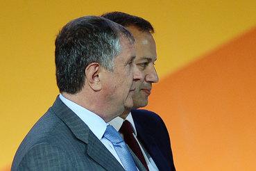 Игорь Сечин (на переднем плане) объяснил профильному вице-премьеру Аркадию Дворковичу, насколько «Роснефти» нужны деньги