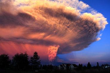 Извержение вулкана Кальбуко на юге Чили
