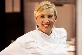 К двум звездам Michelin Элен Дарроз добавила премию The Veuve Clicquot World's Best Female Chef 2015