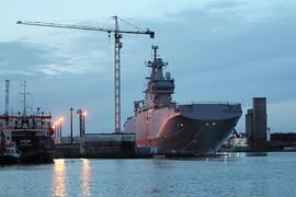 Первый вертолетоносец («Владивосток») Париж должен был передать Москве еще в ноябре 2014 г.