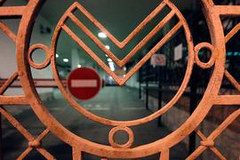 Сбербанк закрывает почти 200 офисов в крупных городах России