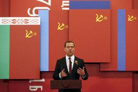 """Премьер-министр Дмитрий Медведев открывет выставку """"В борьбе с нацизмом мы были вместе"""" на Поклонной горе в Москве"""