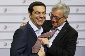 Премьер-министр Греции Алексис Ципрас (слева) и президент Еврокомиссии Жан-Клод Юнкер