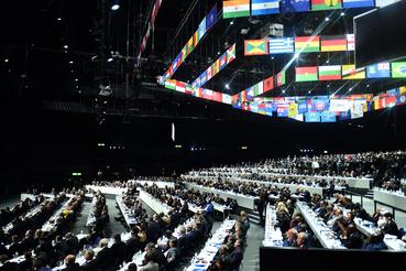 Голосование во время выборов президента FIFА в рамках 65-го конгресса FIFА в Цюрихе
