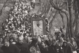 Болгария оказалась малоинтересной для «новоправославных» русских. На фото: крестный ход в монастыре Бачково с чудотворной иконой Богородицы на второй день Пасхи