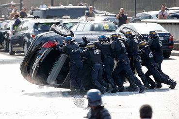 Традиционные таксисты Франции добились своего