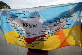 Основная развилка на предстоящих выборах – голосовать за власть, которая вернула Крым, т. е. за единороссов, или, если у тебя какие-то вопросы к власти, – за другие парламентские партии