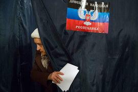 Лидер самопровозглашенной ДНР Александр Захарченко уже заявил, что намерен без согласия Киева провести выборы в местные органы власти