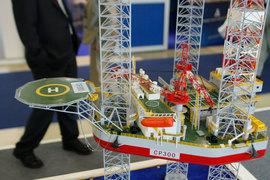 В первую очередь нужно производить запчасти к уже купленному импортному оборудованию для проектов на шельфе и нефтепереработки, считает президент Союза производителей нефтегазового оборудования Александр Романихин