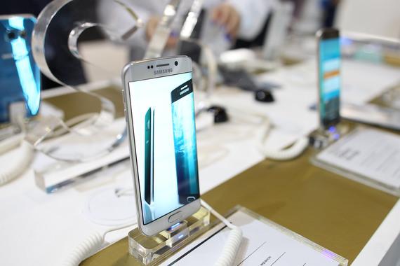 Samsung собирается выпустить увеличенную версию флагманского смартфона Galaxy S6 Edge