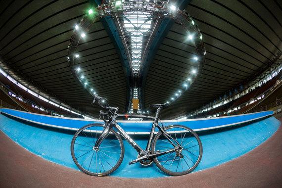 Те, кто придумали этот велосипед, наверное, крутили в голове девиз «Скажем нет круглому!»