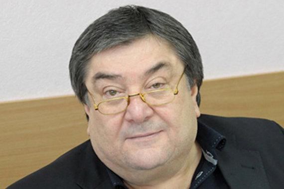 Ваха Агаев, депутат Госдумы, также считается близким другом Кадырова. До избрания депутатом был совладельцем торговой компании «Юг-нефтепродукт» и Расчетно-кредитного банка. Летом 2014 г. в собственность банка перешли земельный участок и два особняка Исмаилова в Сколкове
