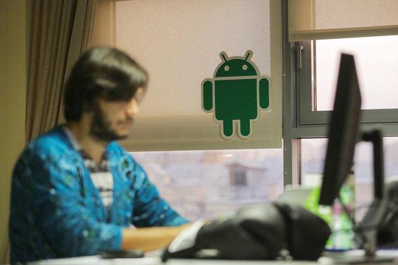 Android – самая распространенная ОС в мире под ее управлением функционирует более миллиарда смартфонов и других устройств выпускаемых деся