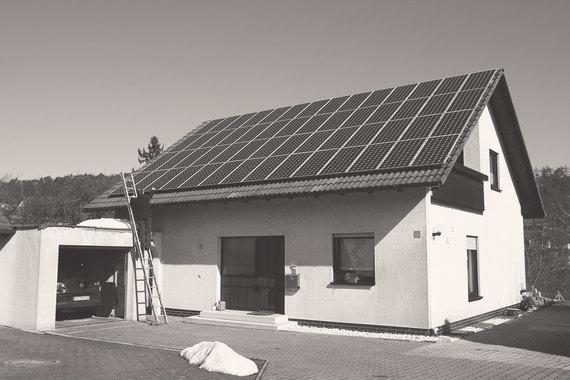 Уже сейчас в Германии и Австралии насчитывается примерно по1,5млн малых (размещенных на крышах) солнечных электростанций