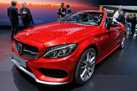 Mercedes-Benz впервые выпускает версию кузова кабриолет для C-класса. Продажи модели со складным мягким верхом должны начаться в конце года