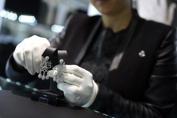 Продажи драгоценностей в Петербурге в 2015 году упали