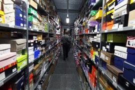 Российские чиновники вернулись к идее снижения порога беспошлинного ввоза товаров из зарубежных интернет-магазинов. Сейчас это 1000 евро в месяц, а может стать 22 евро за посылку