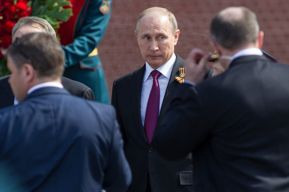 «Мы взяли на себя тогда большую ответственность перед гражданами и должны работать без ссылок на сложности и внешние ограничения», – заявил Владимир Путин
