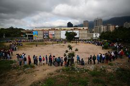 Очередь в государственный магазин в Каракасе