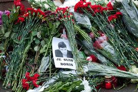 Цветы на месте убийства политика Бориса Немцова Фото: А.Гордеев/Ведомости