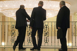 Россияне считают, что чиновников больше, чем нужно