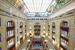 Общая площадь здания после реконструкции – 73 000 кв. м (было 54 000 кв. м), из них торговых – 35 000 кв. м. Нижний этаж сохранил колоннаду, на втором этаже остались балюстрады с торшерами