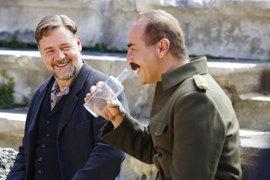 В этом кадре вопрос «Ты меня уважаешь?» между героями Рассела Кроу и Йильмаза Эрдогана уже решен