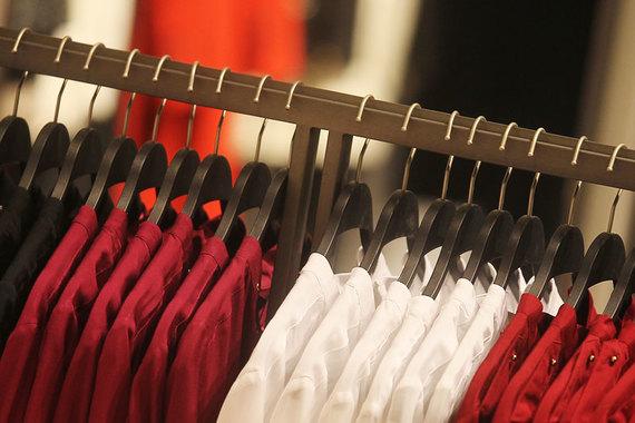 Aizel.ru специализируется на продаже одежды и аксессуаров в сегменте люкс