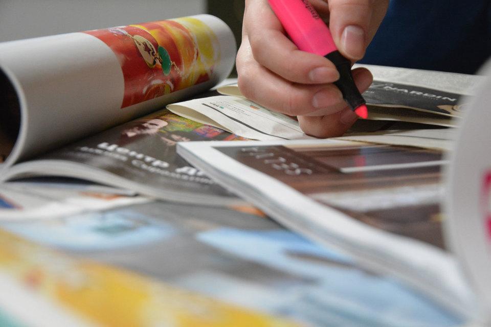 Несмотря на временное улучшение экономической ситуации в стране, рекламодатели продолжают снижать рекламные бюджеты – на все, кроме интернета