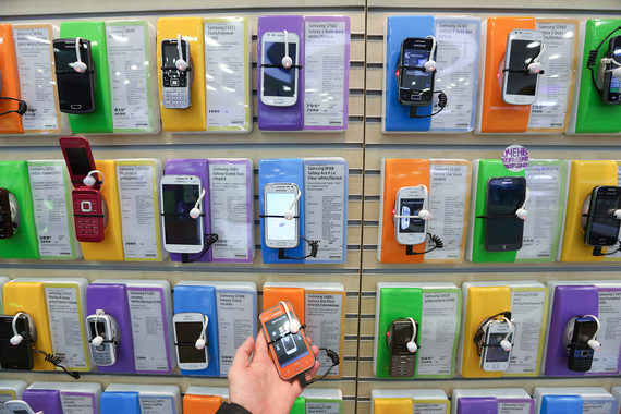 Пока Samsung продает в России в основном Android-фоны