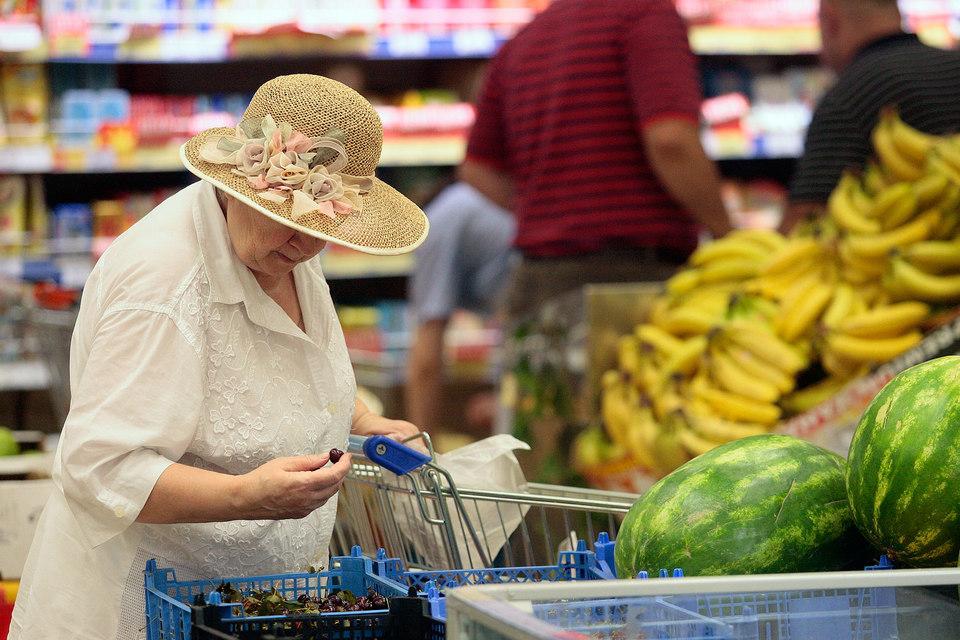 Из-за роста цен на еду многие люди вынуждены покупать меньше продуктов