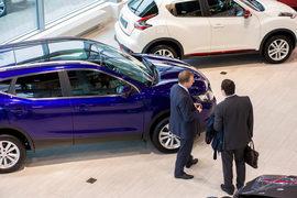 За первую половину 2015 г. россияне приобрели 735 198 легковых автомобилей – почти на 37% меньше, чем годом ранее