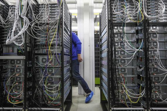 Поправки в закон о персональных данных требуют с 1 сентября 2015 г. хранить и обрабатывать персональные данные россиян в России