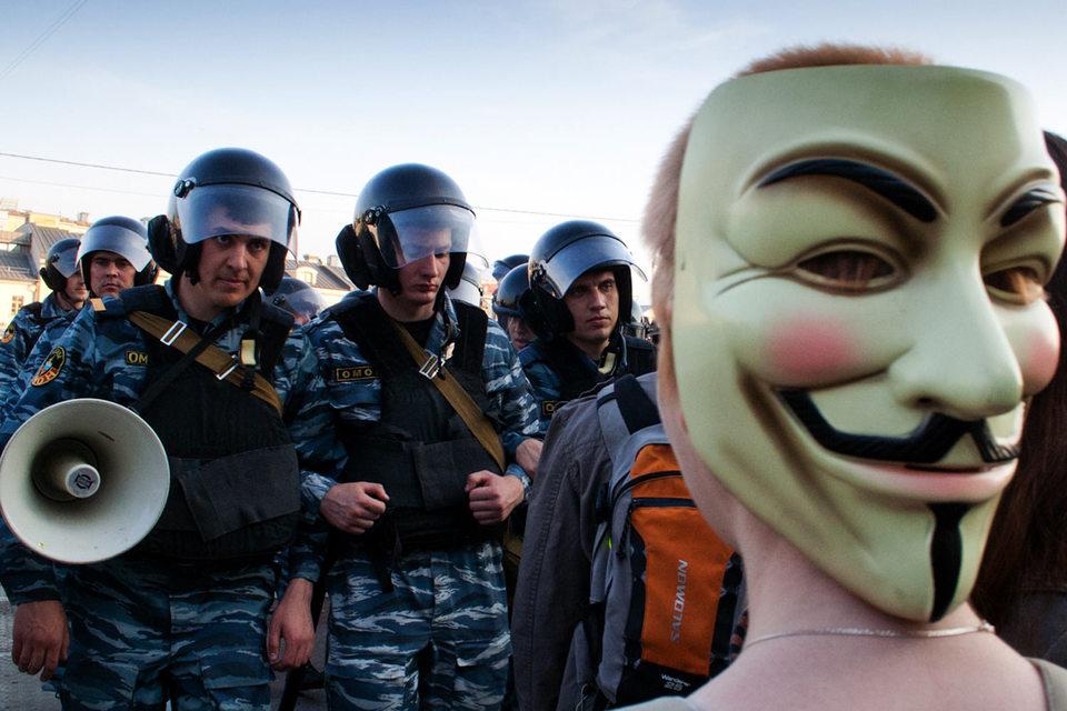 Группа хакеров, называющая себя «Анонимным интернационалом», предложила ФСБ купить переписку