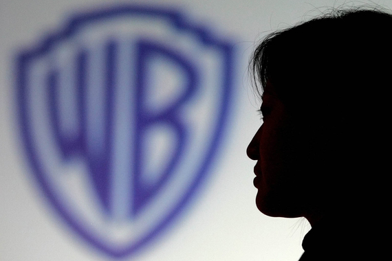 Кинокомпания Warner Bros. Entertainment 6 августа подала иск в Московский городской суд и потребовала прекратить распространение фильма «Антураж»