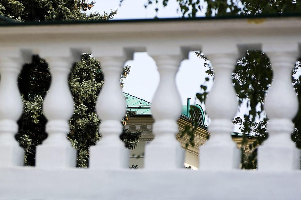 Геннадий Тимченко обосновался в бывшей резиденции Никиты Хрущева на Воробьевых горах, надежно скрытой от посторонних за оградой и деревьями
