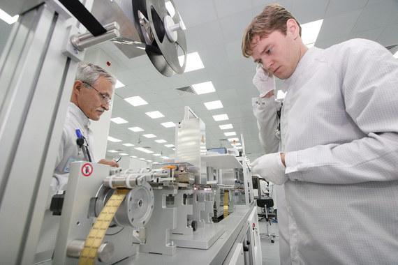 Единственный, кто говорит, что разработал полностью российский чип для банковской карты, – «Микрон»