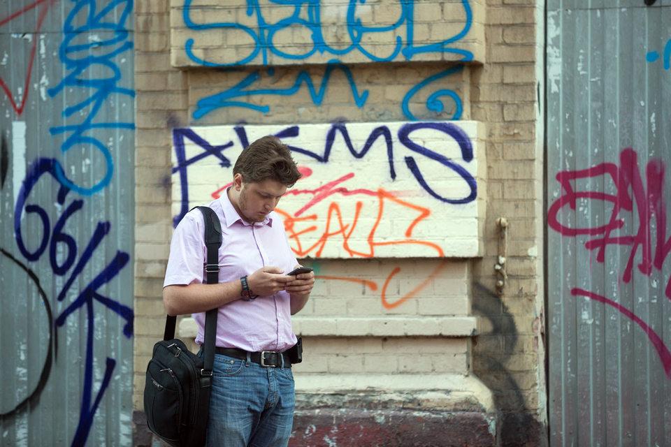 В России сократились расходы на мобильную связь из-за кризиса, бесплатного WiFi и мобильных приложений