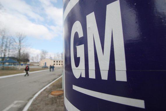 Намерение GM свернуть продажи Opel и массовых моделей Chevrolet в России заставило владельцев дилерских центров искать новое применение недвижимости. Собственник центра на Носовихинском шоссе (на фото справа) решил, что выгоднее открыть фермерский рынок