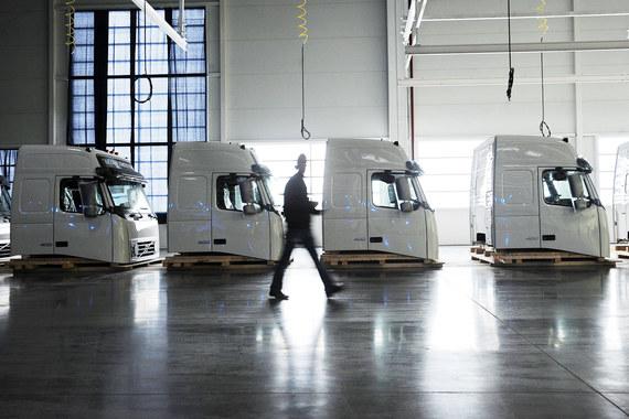 Благодаря девальвации рубля Volvo вновь запускает простаивавший с начала года завод кабин