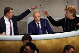 Антон Силуанов (в центре) защищал в Госдуме негосударственные пенсионные фонды, но не отказывается и от замораживания пенсионных накоплений