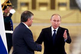 Исправить закон об иностранных агентах Владимир Путин поручил Вячеславу Володину (слева)