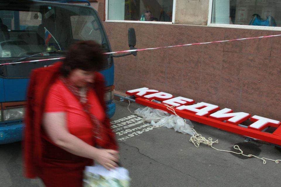 Тех, кто задолжал от 0,5 млн руб., закон обязал подавать на «самобанкротство» (в течение трех месяцев)