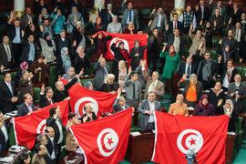 Национальное учредительное собрание празднует в 2014 г. принятие новой Конституции в Тунисе